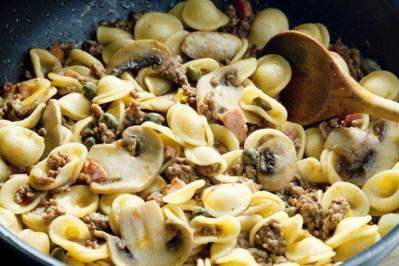 Orecchiette, bacon, champignons