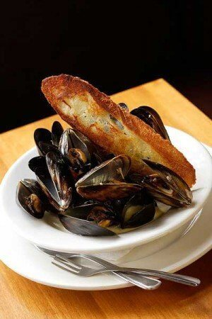 Washington mussels, white wine, cream, tarragon