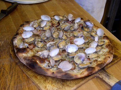 Apizza Scholls - clam pie