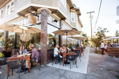 Coquine outdoor dining