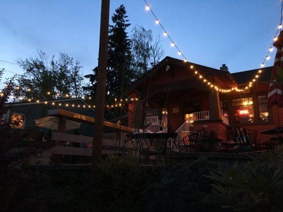 Journeys Restaurant Portland outdoor dining
