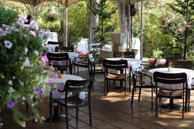 Hall Street Grill Beaverton outdoor dining