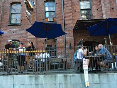Bridgeport Brewpub outdoor dining