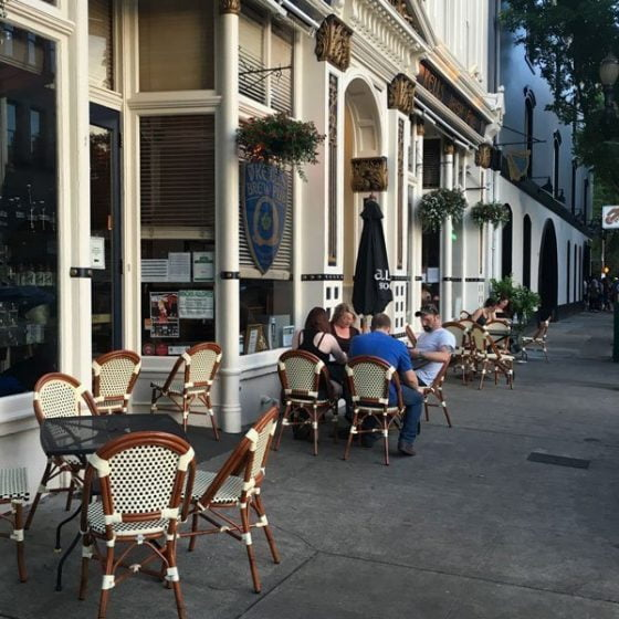 Kell's Irish Pub Portland outdoor dining