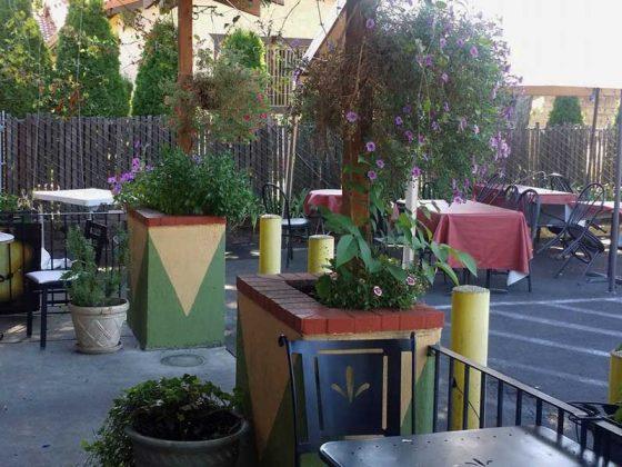 Aladdin's Cafe Portland outdoor dining
