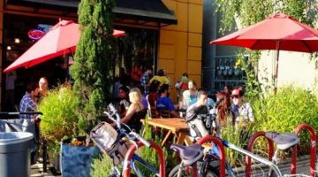 Hotlips Pizza Portland Hawthorne outdoor dining