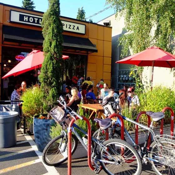 Hotlips Pizza Portland Hawthorne outdoor dining