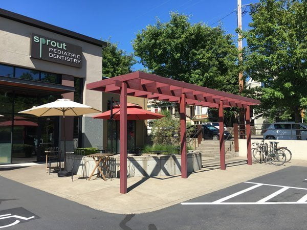 Smokehouse Tavern SE Portland outdoor dining