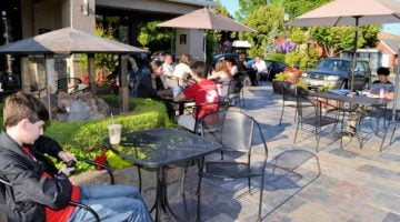 Ava Roastaria in Beaverton outdoor dining