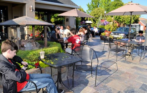 Ava Roastaria in Beaverton outdoor dining