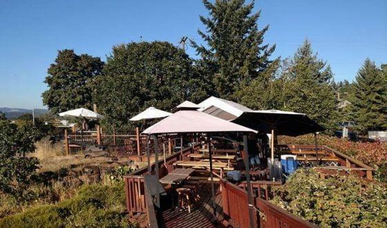 The Highland Stillhouse Pub outdoor dining