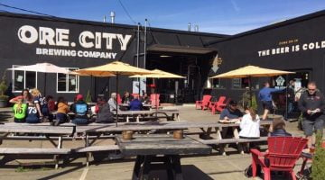 Oregon City Brewing Co. outdoor dining