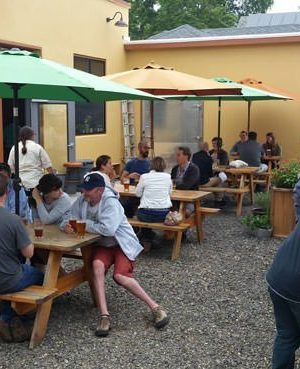 Montvilla Brew works Portland outdoor dining